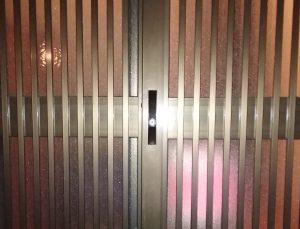 大阪市浪速区稲荷の家の引き違い戸