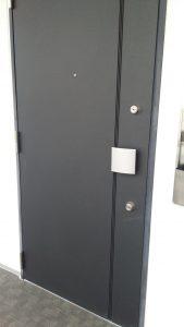 豊中市玉井町のマンションの玄関ドア