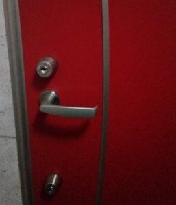 閉まりづらい玄関ドア鍵